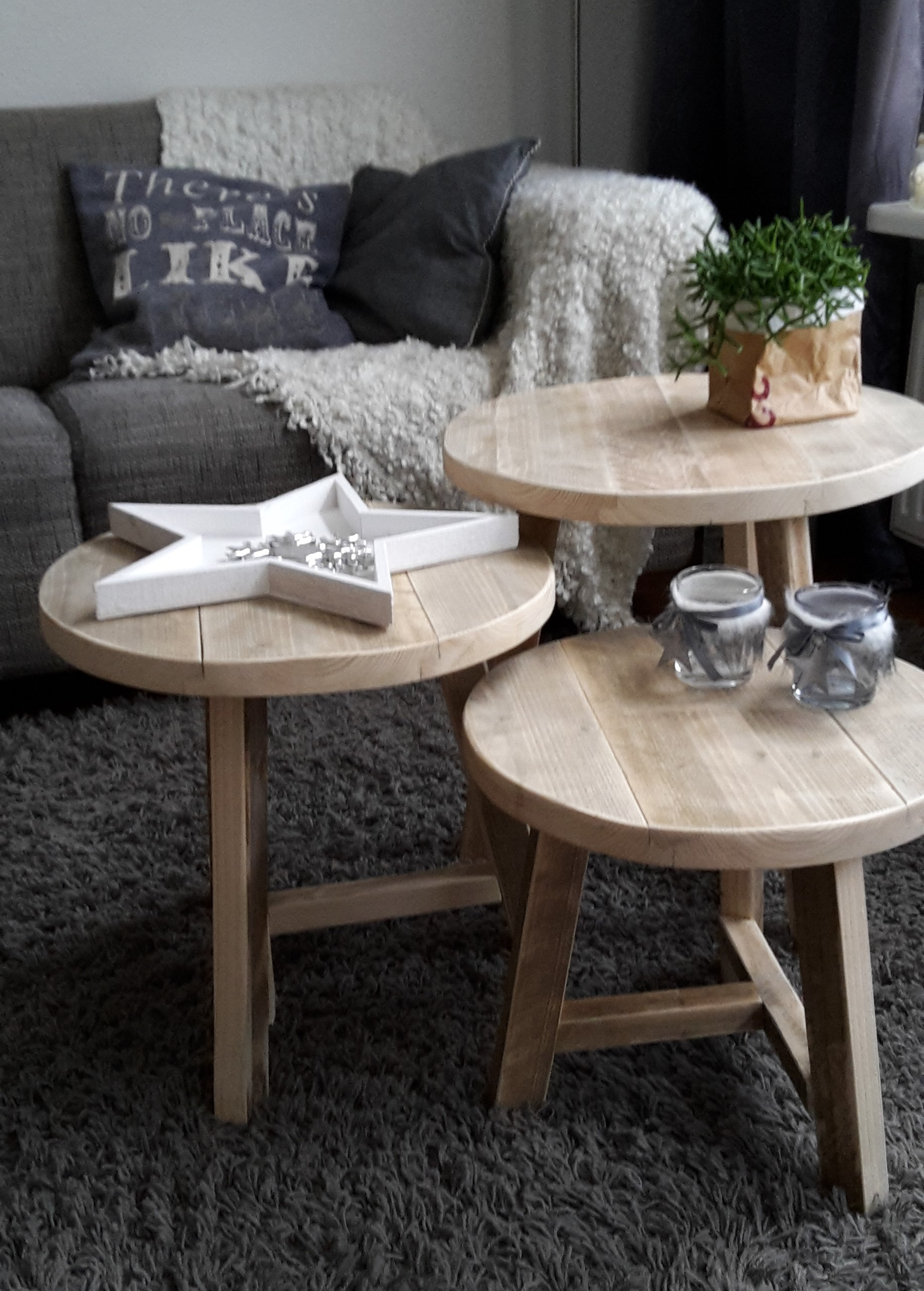 3 ronde tafeltjes