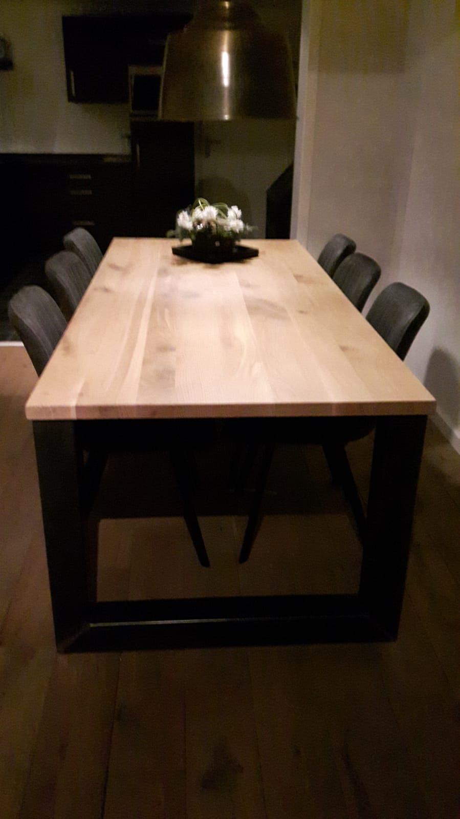 Eiken tafel met Stalen onderstel 1