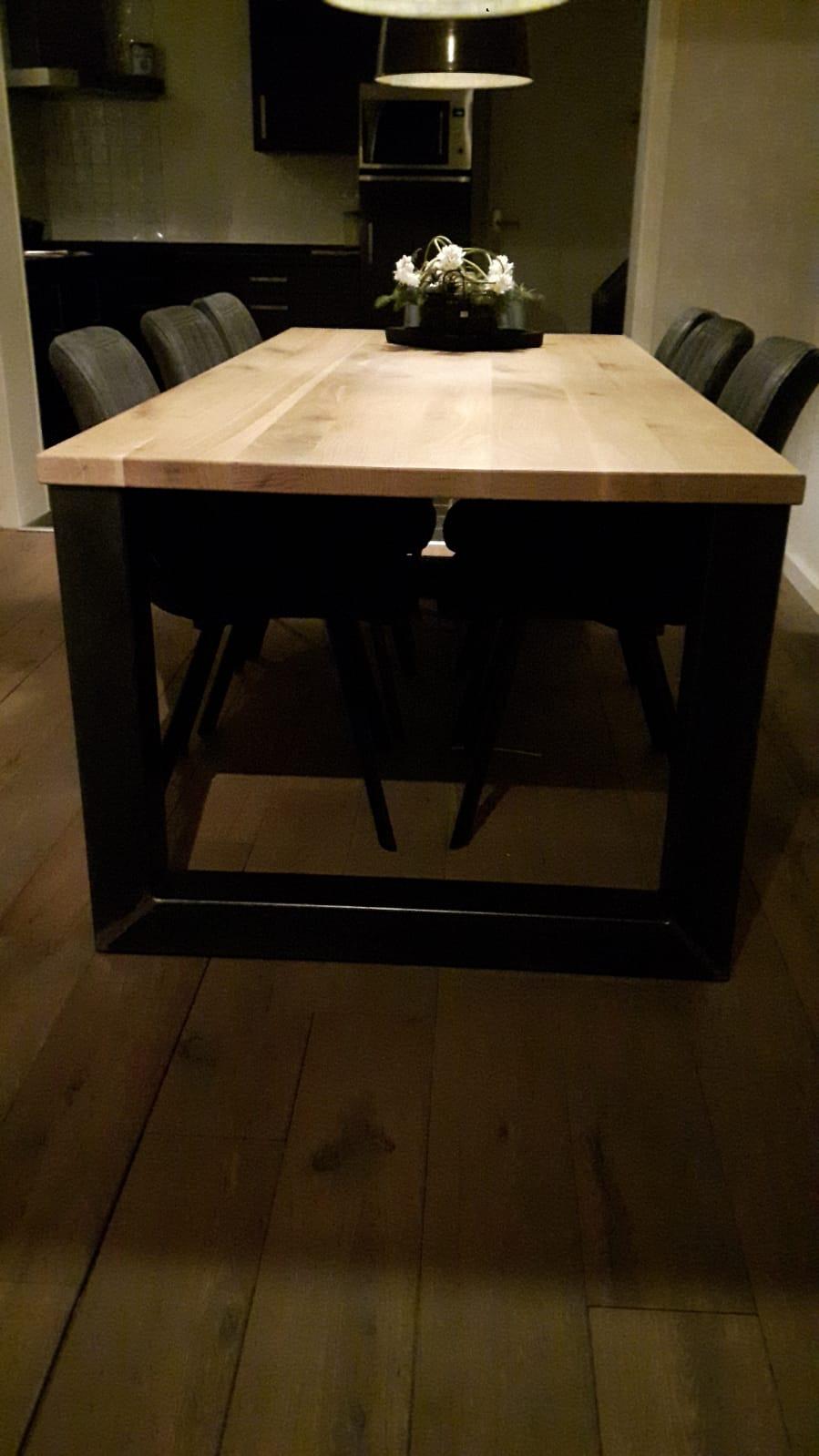 Eiken tafel met Stalen onderstel 3