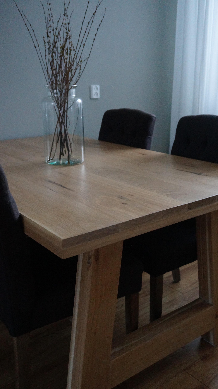 Massief eiken tafel afgewerkt met een blanke meubelolie