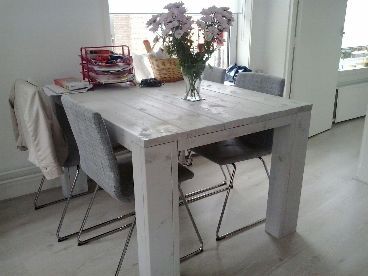 tafel gemaakt van nieuw steigerhout, wit gebeitst