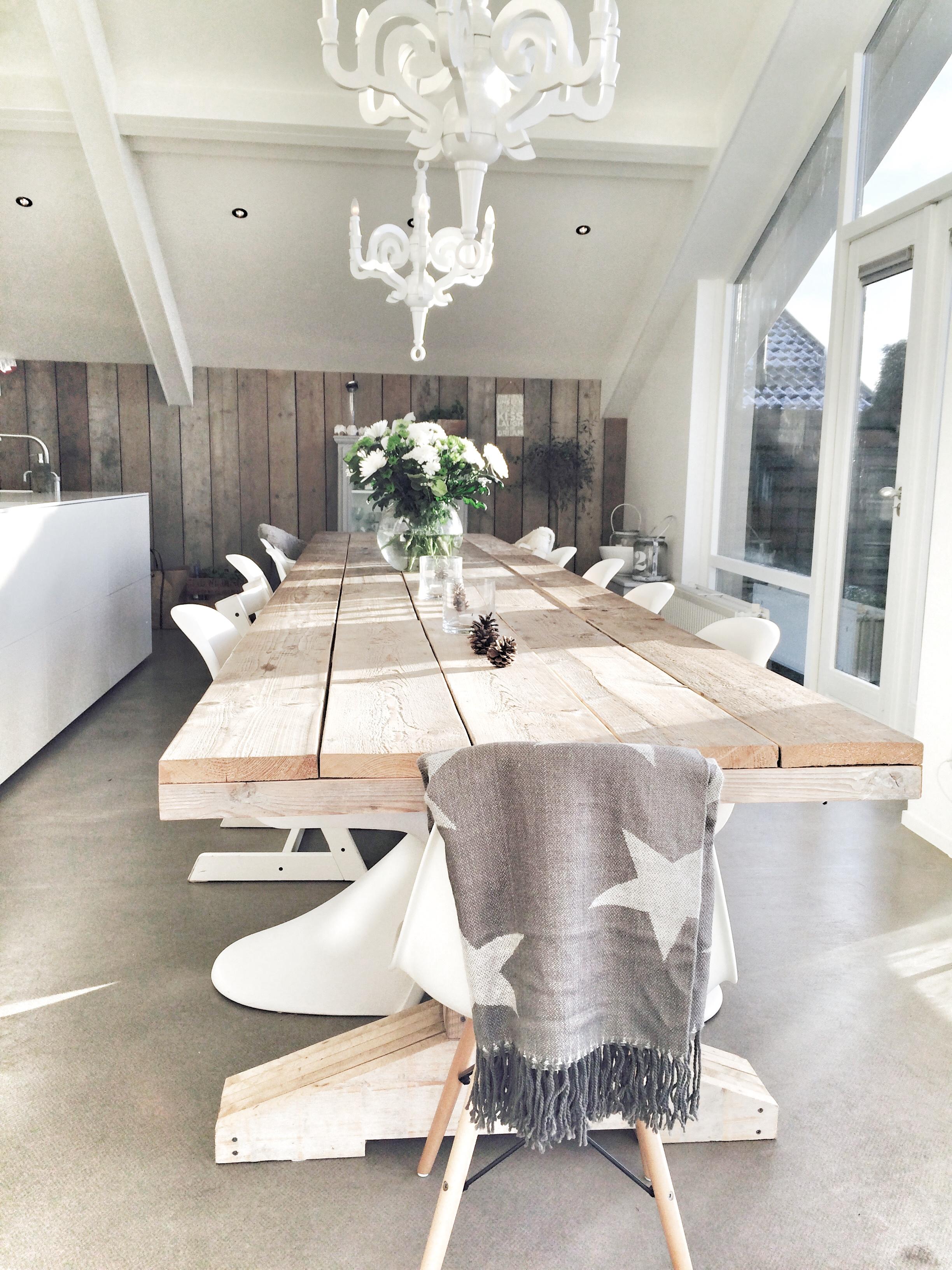 stoere tafel van oud steigerhout, lengte is 5 meter