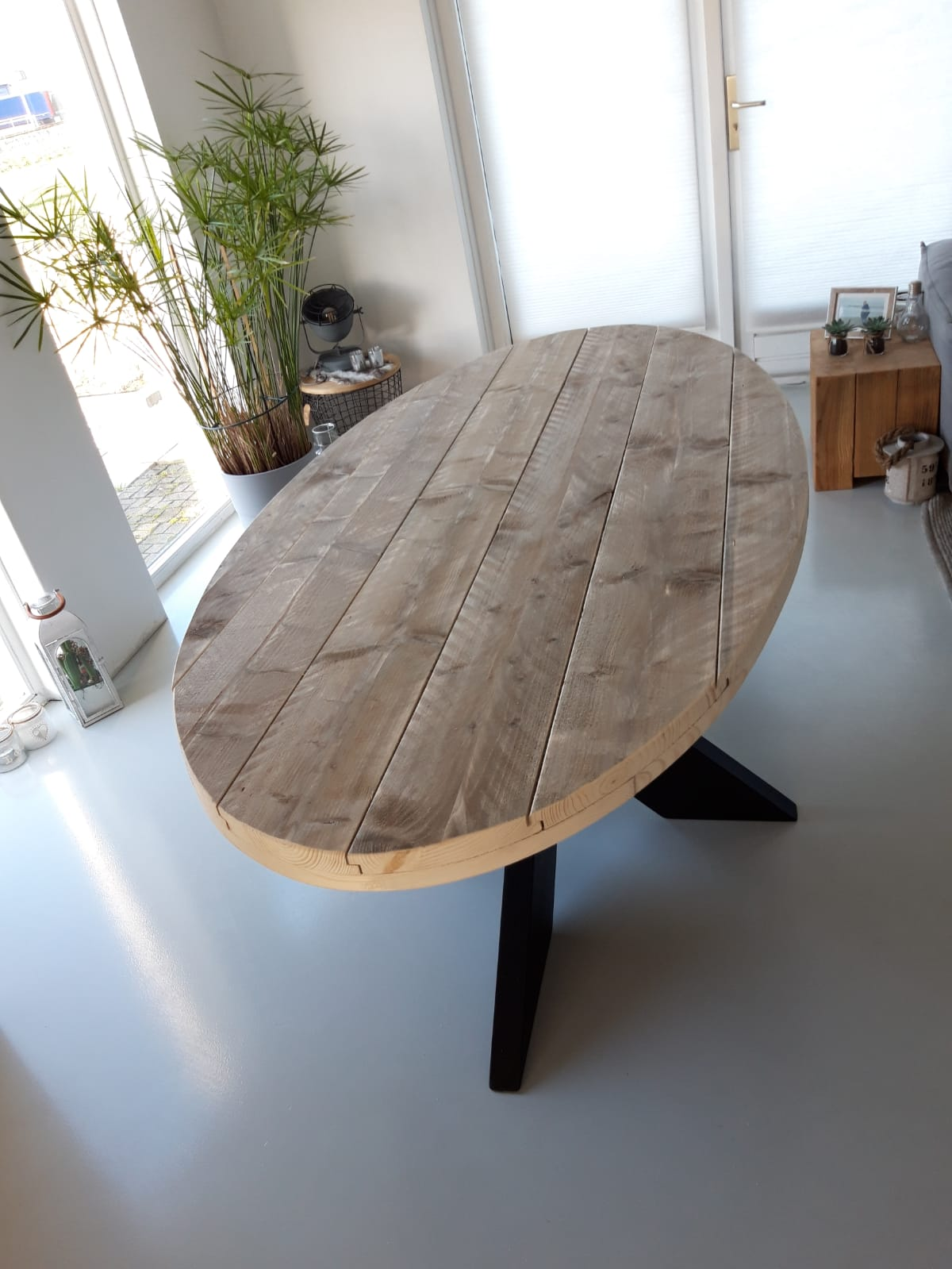 ovale-tafel-steigerhout-met-zwarte-kruispoot-mat-2-190x100