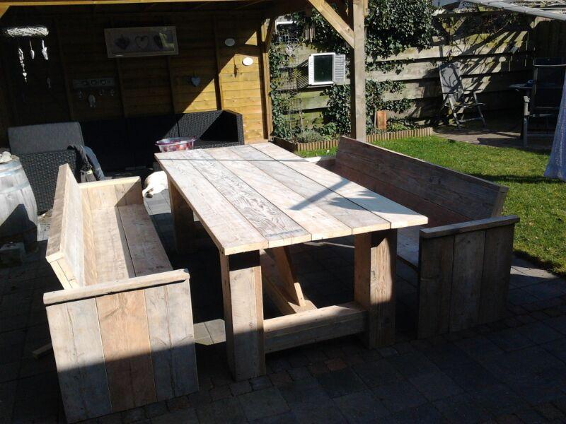 tuinbanken en kloostertafel oud steigerhout